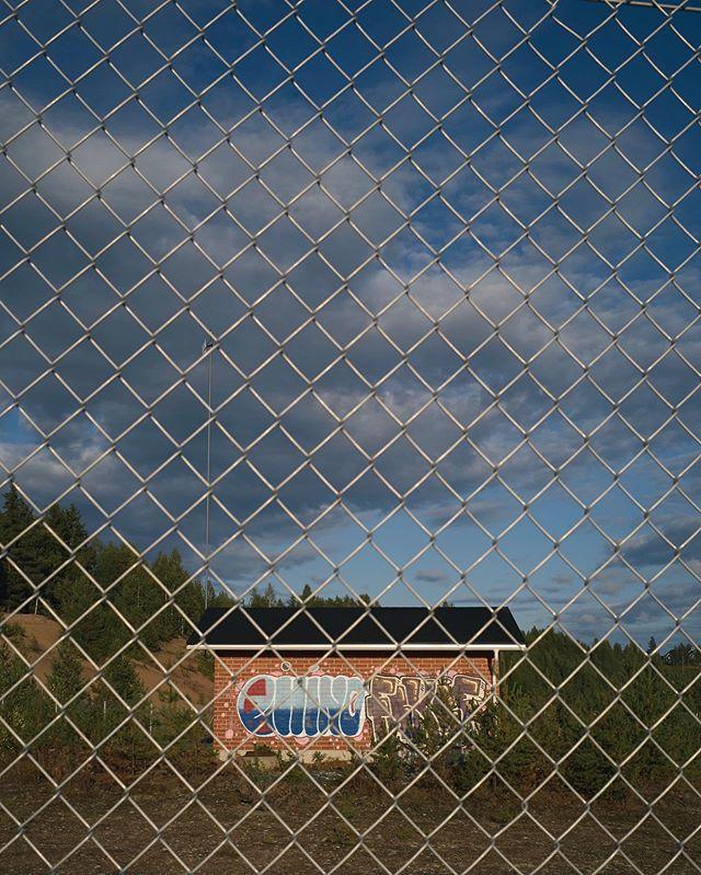 Graffiti art • • •  #photography #valokuvaaja #likiliike #phaseone #phaseonexf100mp #rovaniemi #lapland #art #profotoglobal #grafitti #graffitiart #wallart #rebel #typographyart #leicasuomi #leicam10