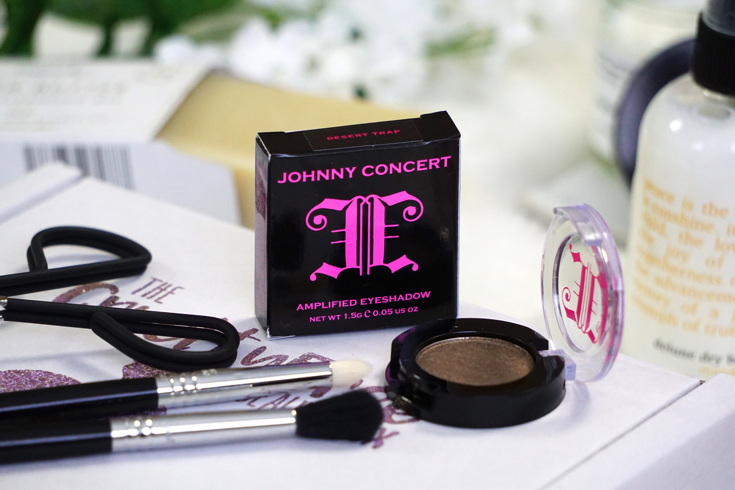 Johnny Concert Eyeshadow - I love the versatility of wet / dry eyeshadow formula's because you can create a range of looks really easily without having to switch to anything else. This brand ensure no harsh chemicals, synthetic dyes or cheap toxic fillers make their way in to their products - just intense colour.