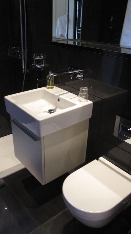 FLATnew_6_Bathroom.jpg