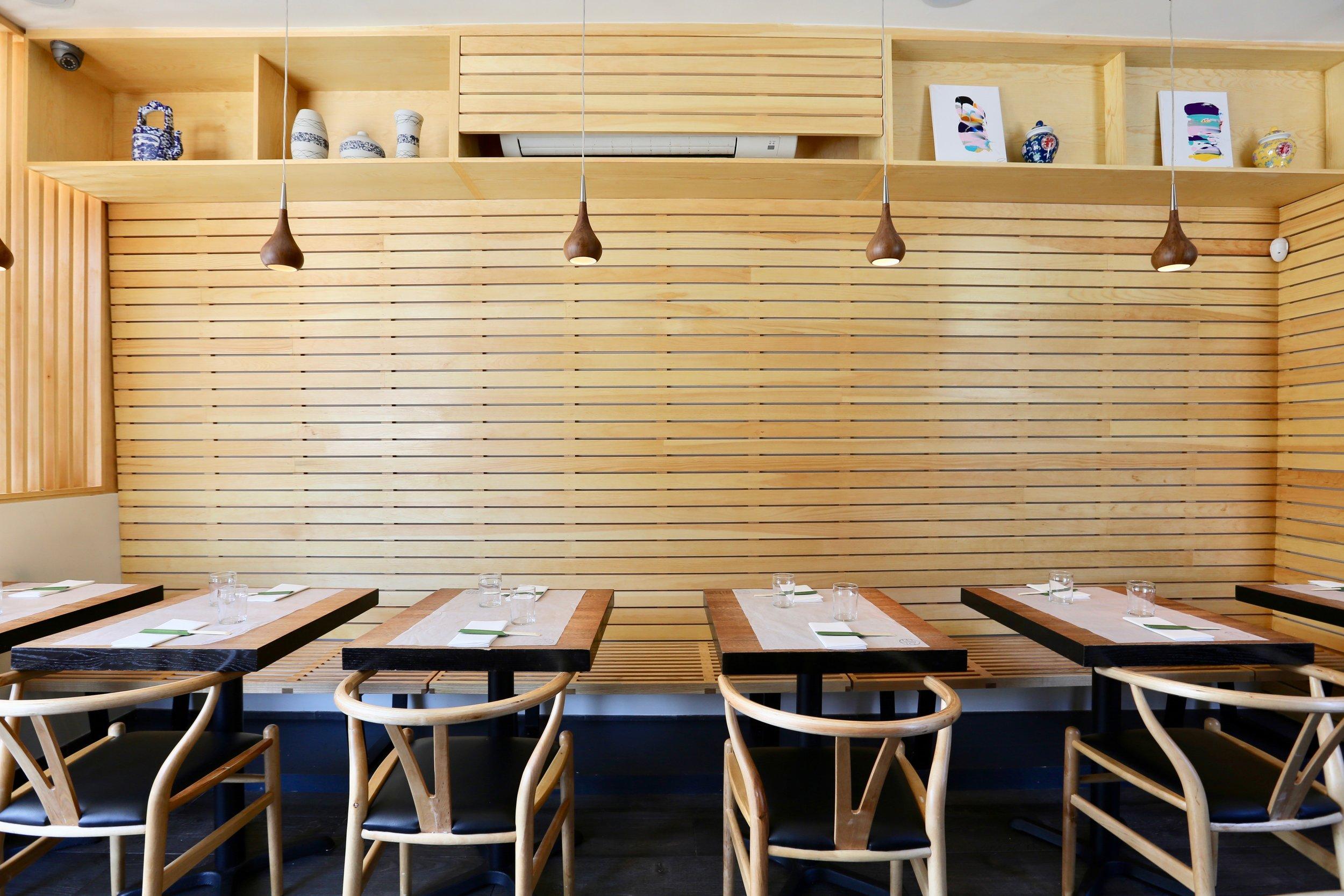 Little tong noodle shop interior.jpg