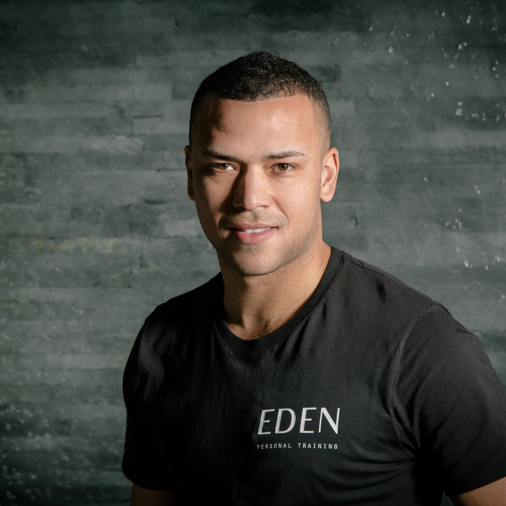Carlos Newton   SPECIALIST AREAS: • Improve Posture • Fat Reduction & Muscle Tone • Muscle Mass & Definition • Sports Conditioning