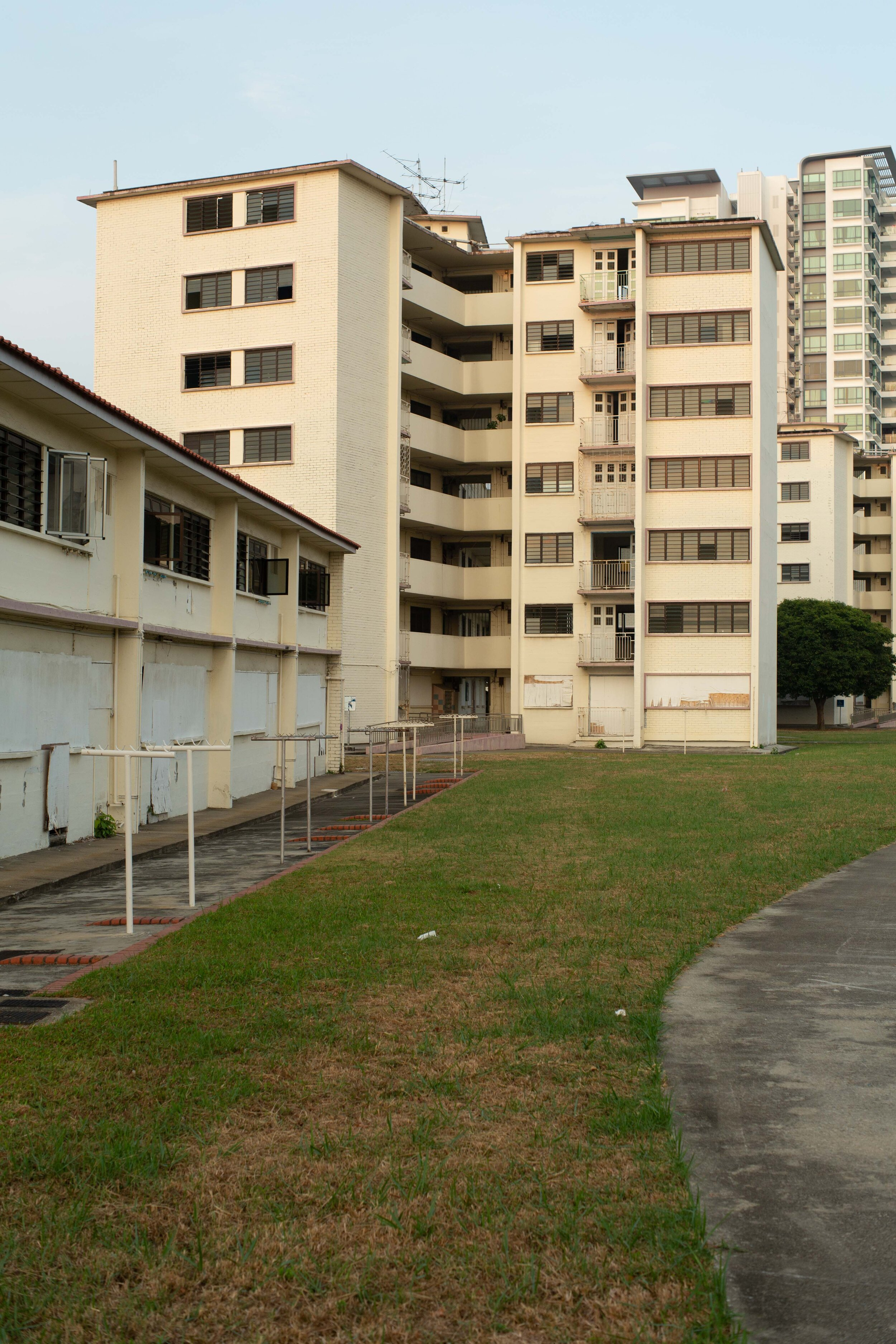 Sideview of a 'butterfly' block HDB in Dakota Crescent, with a two-story straight block in the foreground