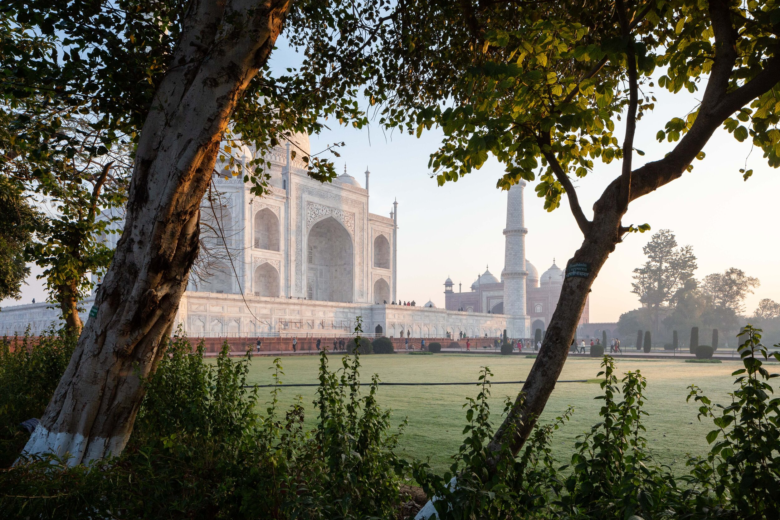 Side view of the Taj Mahal, image by Andrew Campbell Nelson.jpg