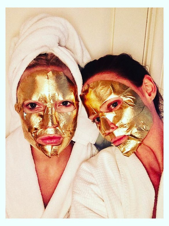 Kate Hudson and Stella McCartney wear the Peter Thomas Roth Un-Wrinkle™ 24k Gold Intense Wrinkle Sheet Mask.  Image courtesy of Allure.com