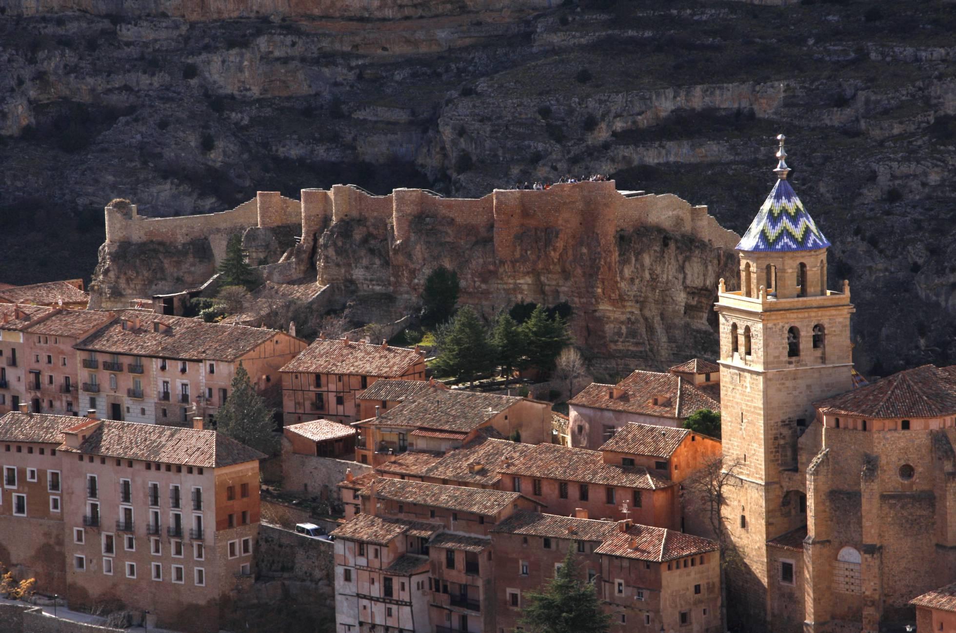 El casco urbano de Albarracín (Teruel), donde ayer se celebró la Asamblea Internacional de la Federación de los Pueblos Más Bonitos del Mundo.ELENA ESLAVA (GETTY). Imagen tomada del  artículo de Julio Llamazares  en El Viajero (El País).