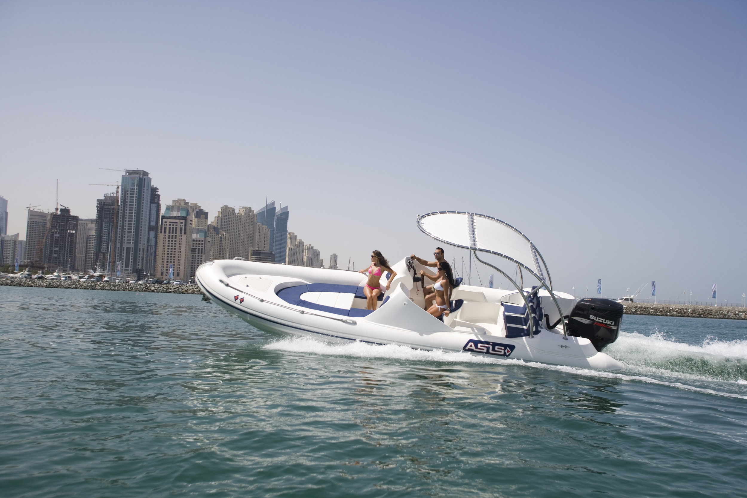 Elite RIB Boat 8m 1 - SPECIFICATIONSLength: 790 cmBeam: 260 cmN°persons: 15Maximum Power: 300 hp