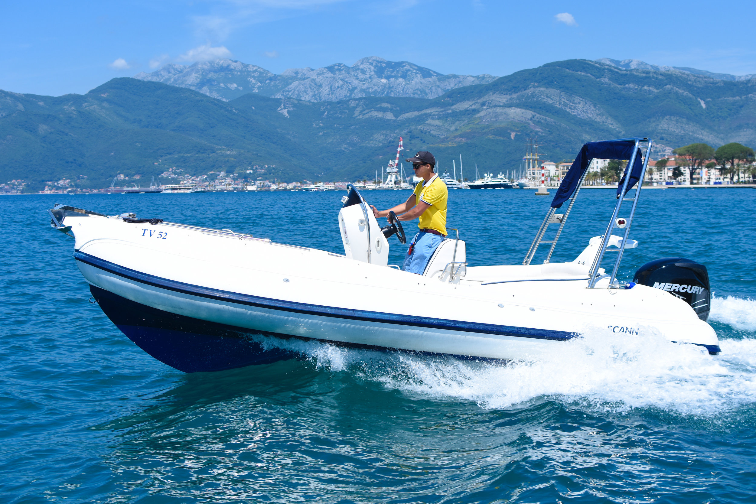 SPECIFICATIONS - CATEGORY: Motor boat/Sports boat BRAND & MODEL: Scanner Envy 630YEAR BUILT: 2004LENGHT: 6.3 m / 20.67 feet BEAM: 2.55 m ENGINE: 1 x 110 kW/150 hP PROPULSION: Gasoline outboard