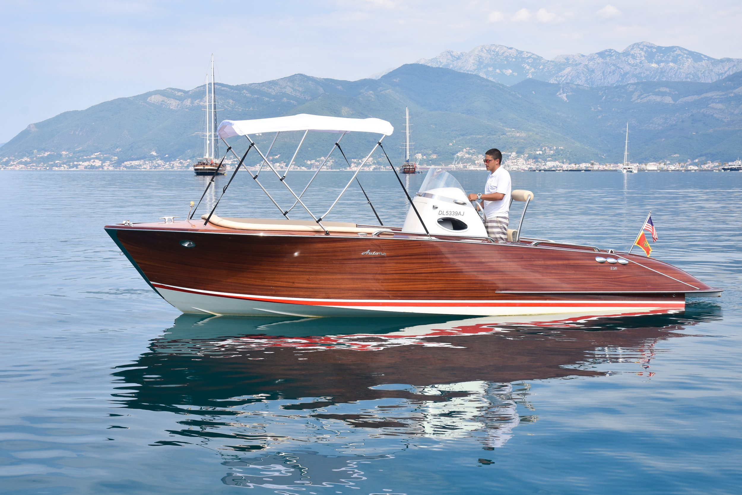 SPECIFICATIONS - CATEGORY: Motor boat/Sports boat BRAND & MODEL: Autore 750 SDYEAR BUILT: 2010LENGHT: 7.5 mBEAM: 2.3 m ENGINE: 1 x 110 kW/148 hP PROPULSION: Stern-drive