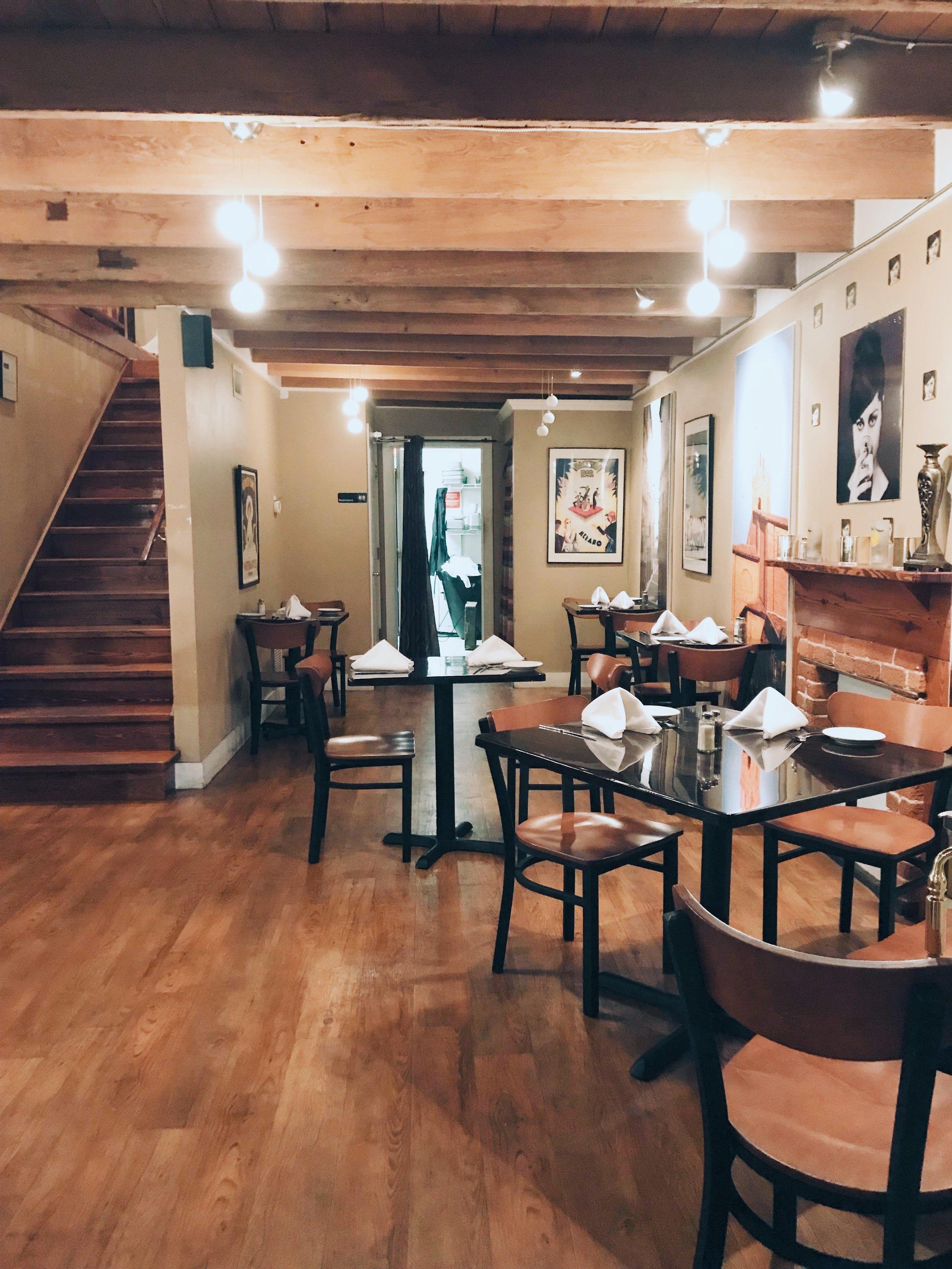 Giannis Cafe (Inside the restaurant)
