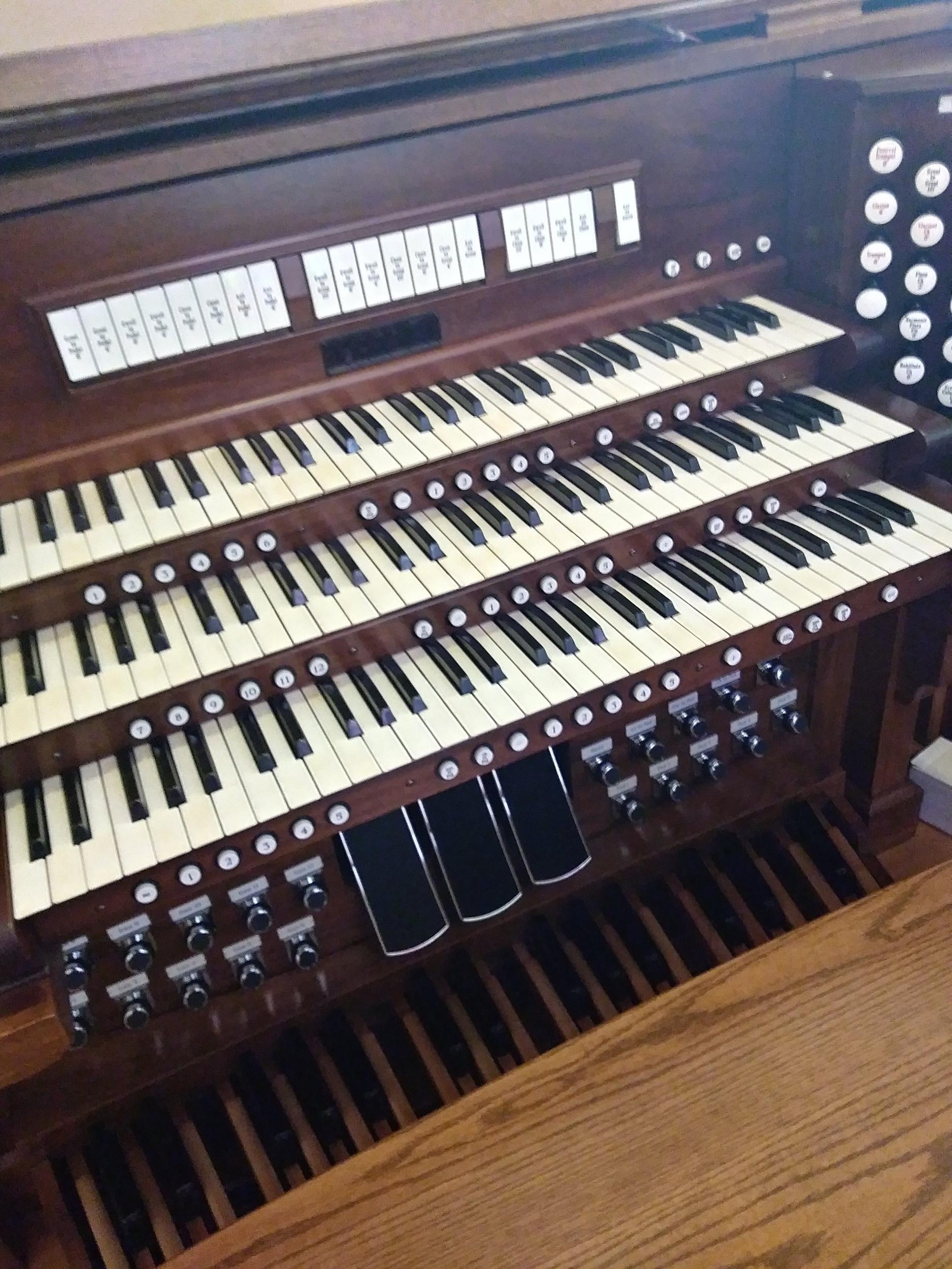 New Organ Console 2018