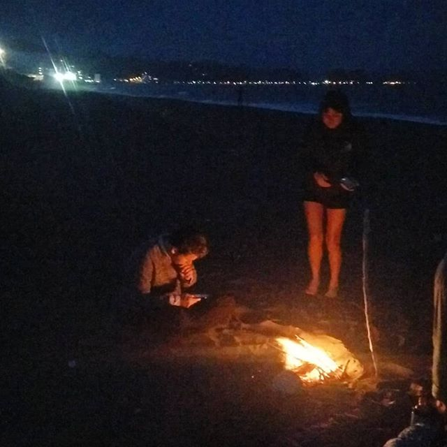 First post-swim beach fire of the season! #letsgoswimming #chiba #kamogawa #pacific #swimminginjapan #fire #ocean #springtime #jumpin