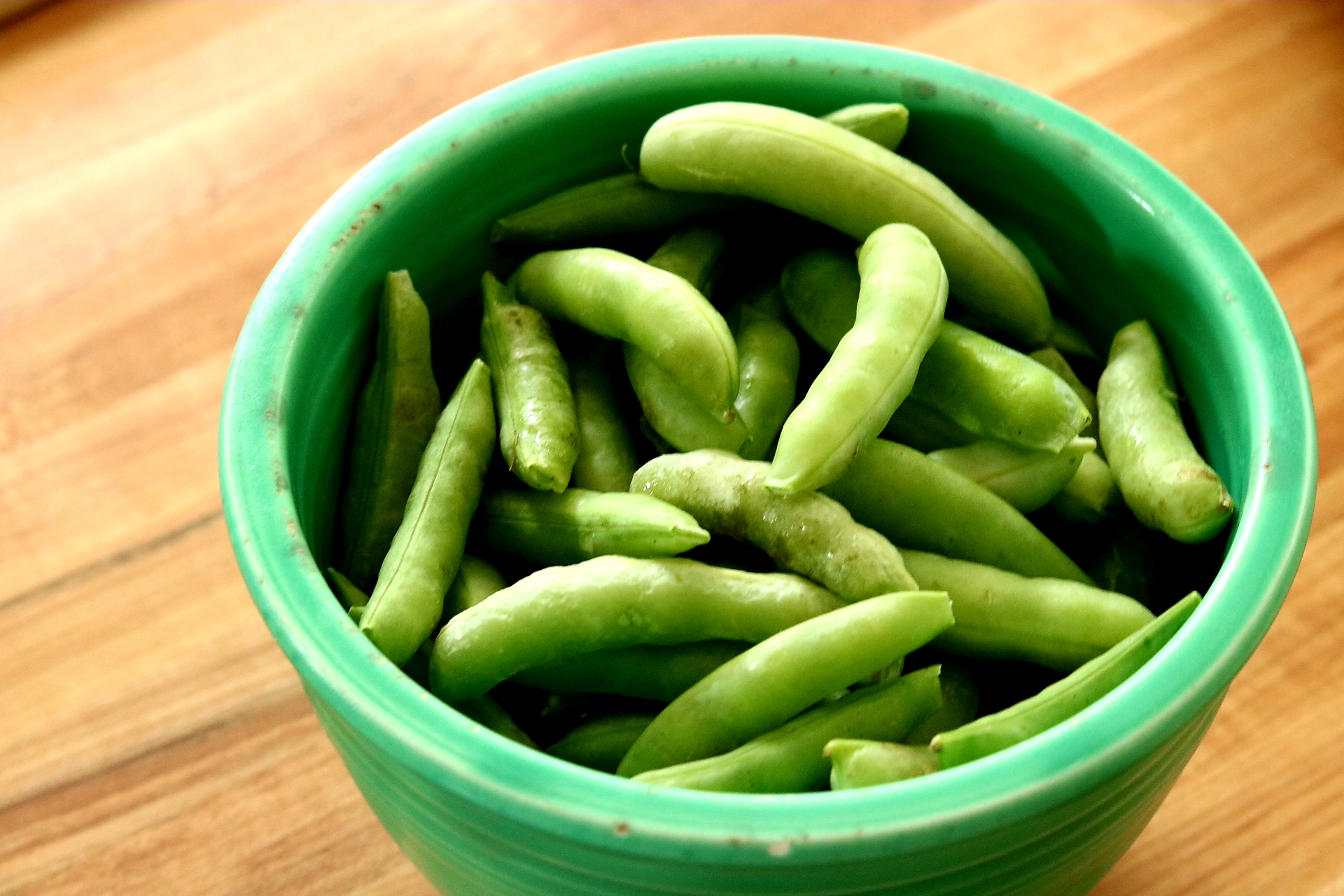 Minnesota Grown sugar snap peas from the New Hope Community Farmers Market, located near the Hyvee on 42nd Avenue. Open Saturdays from 8:00am to 12:30pm.