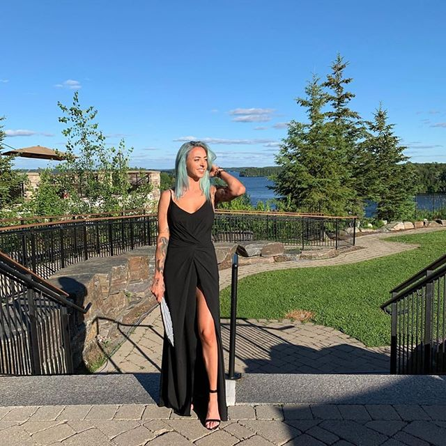 Long weekend vibes ☀️ So happy to get pics of you beautiful babes  wearing our dresses 💕 #clientlove #ownthemoment #rentthedress #designerdressrental #atelierprivemtl