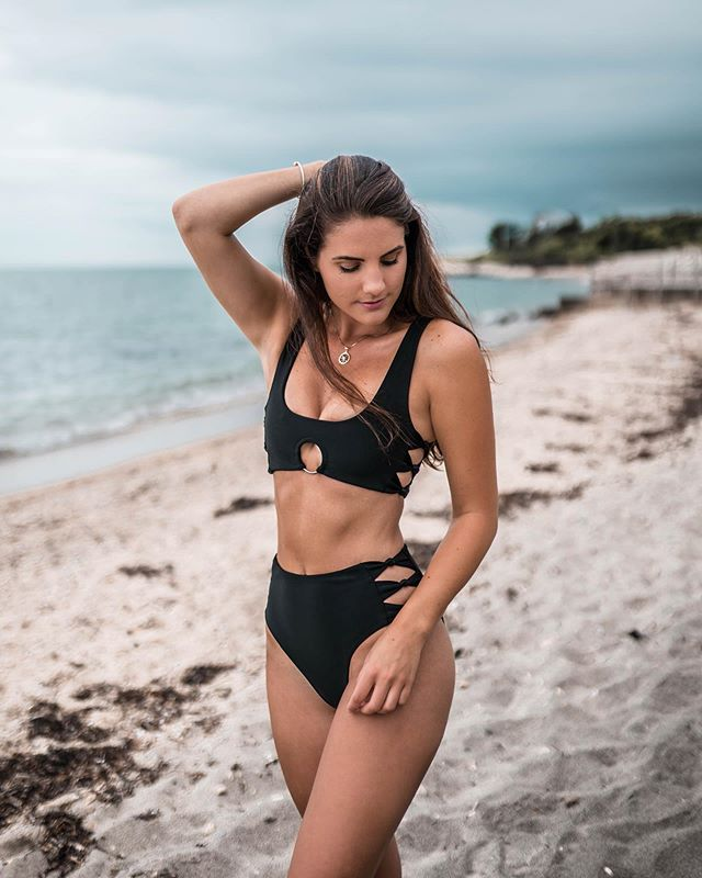 Our MOST WANTED suit 😍 The Selene ✨  This suit is flying off the shelves 🙌🏼 Get it before it sells out 👙 Tag a friend who would love this suit 💕 #mollyjswim #MollyJGirls