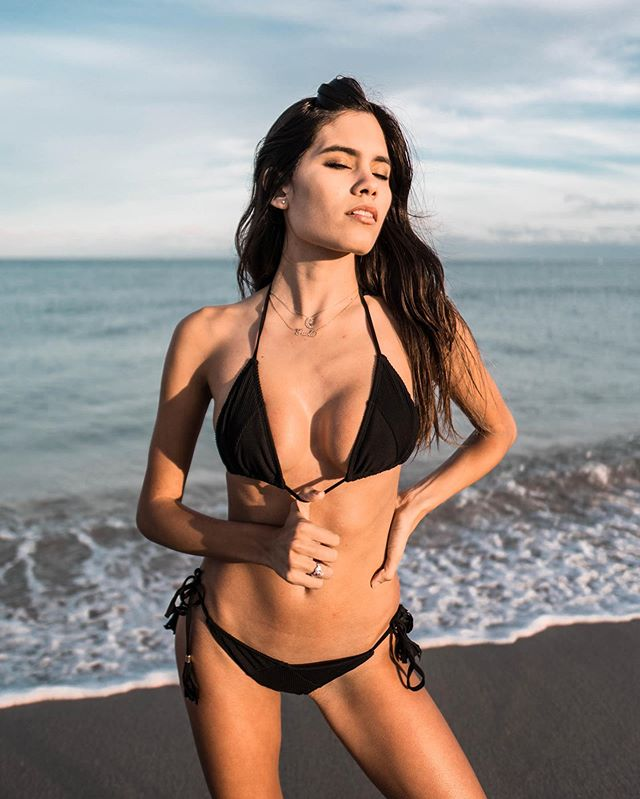 A little black bikini is always a perfect go to 🙌🏼🖤 We loveee the Mykonos set because of the ribbed fabric and little detials that makes this set way more than just a black bikini 😉 Shop now by linking through this post💕 #mollyjswim #MollyJGirls