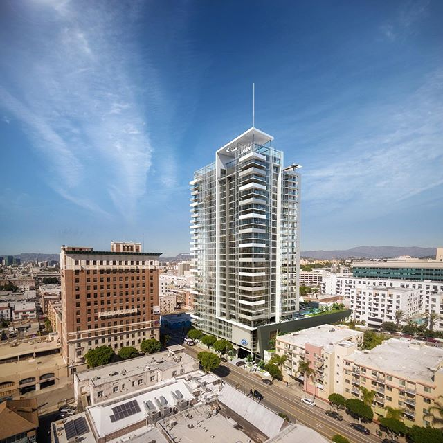 Lifan Tower will offer expansive views of the Los Angeles landscape from its 304 residences in the Center City West district. Tap the link in our bio to learn more about this cutting-edge project.