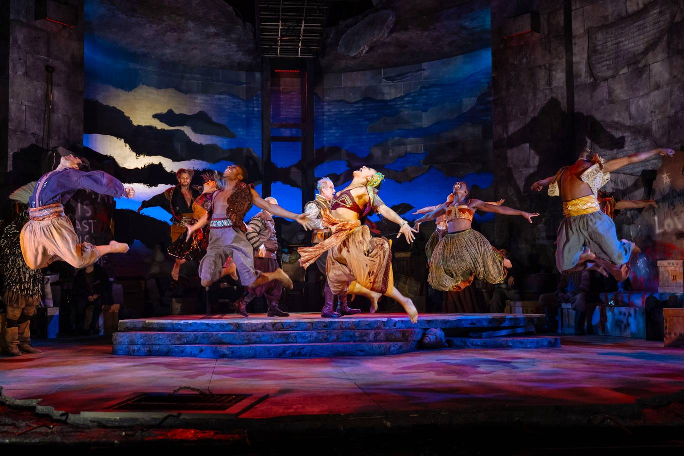 Man of La Mancha  - London Coliseum. Photographer: Manuel Harlan