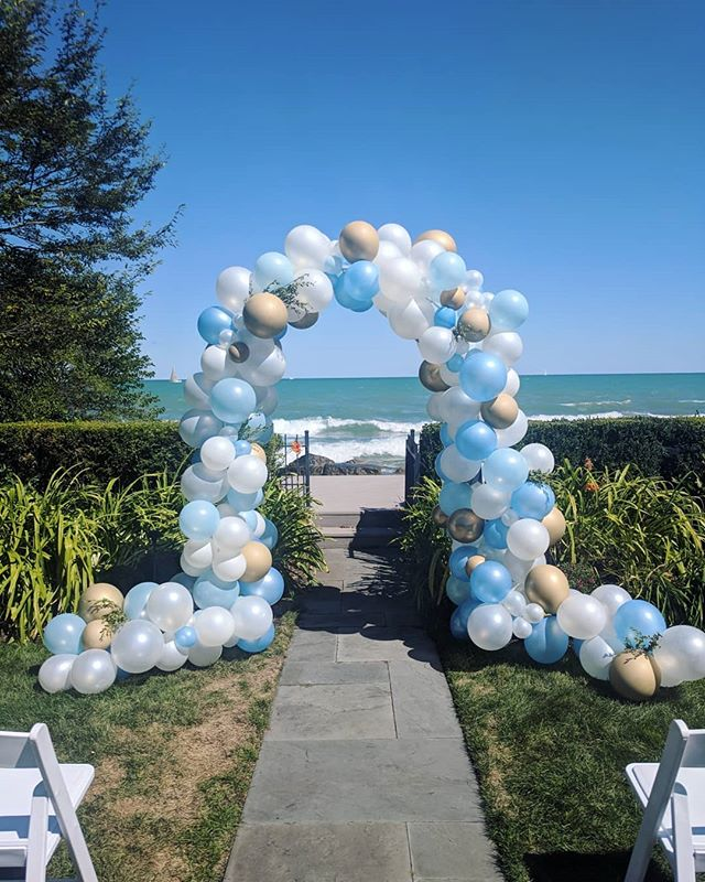 Sometimes you just have to get married under a cute balloon arch on a perfect day in a perfect place. Loved absolutely everything about creating this project for two very special people 💙🍾