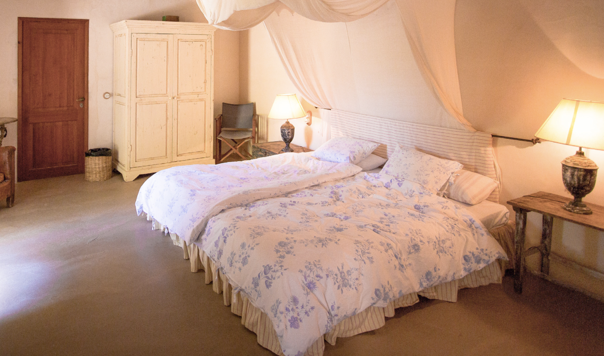 GRASPING THE WIND Spacious ensuite suite  4 Day Programme 1550 € p.p. 7 Day Programme 2550 € p.p.