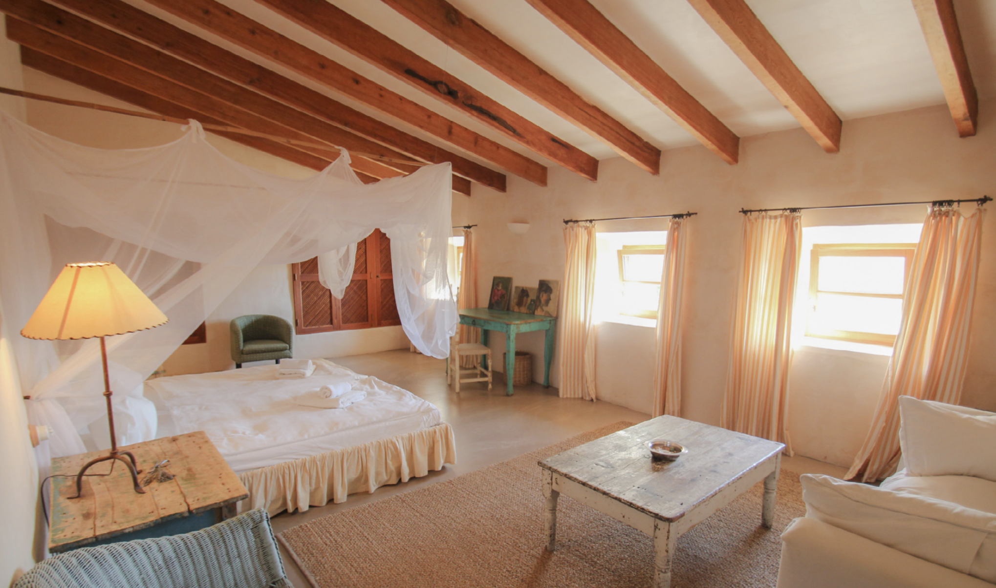 YELLOW EMPEROR Spacious double room  4 Day Programme 1300 € p.p. 7 Day Programme 2300 € p.p.