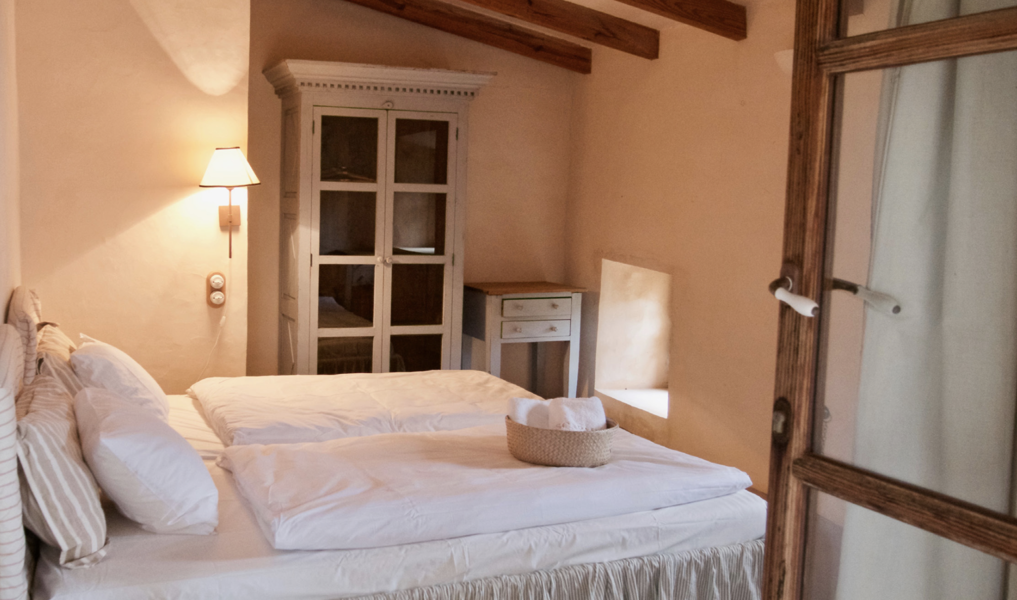SEA OF QI Cosy double room  4 Day Programme 1200 € p.p. 7 Day Programme 2200 € p.p.