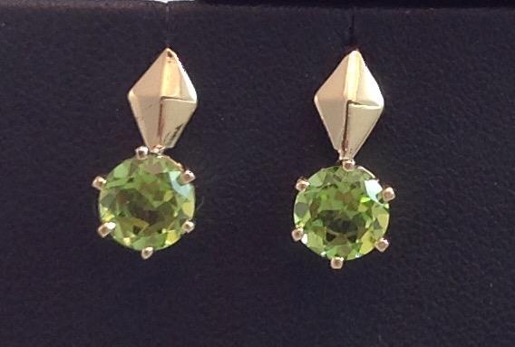 14kt yellow gold Peridot Earrings