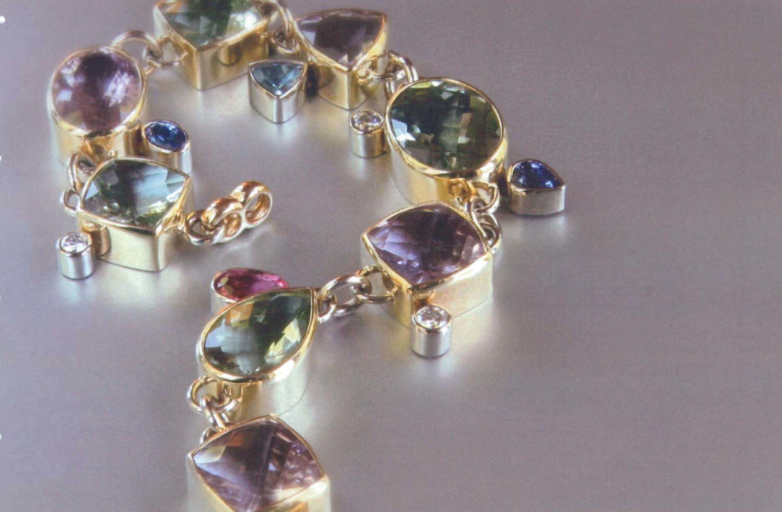 18kt Yellow Gold Bracelet with Bezel Set Precious Stones