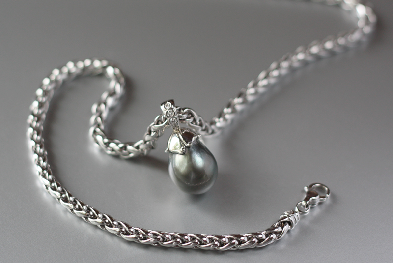 14k white gold necklace with large tahitian pearl