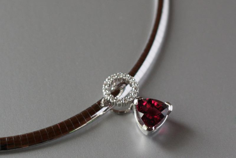 14k white gold pendant with garnet and diamonds