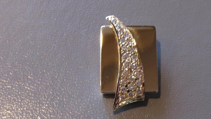 18k yellow gold pendant with diamond pave