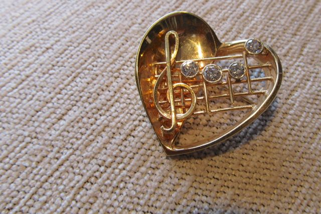 "14k yellow gold 3.5"" heart and musical note brooch set with .3-.5 ct. bezel set diamonds"
