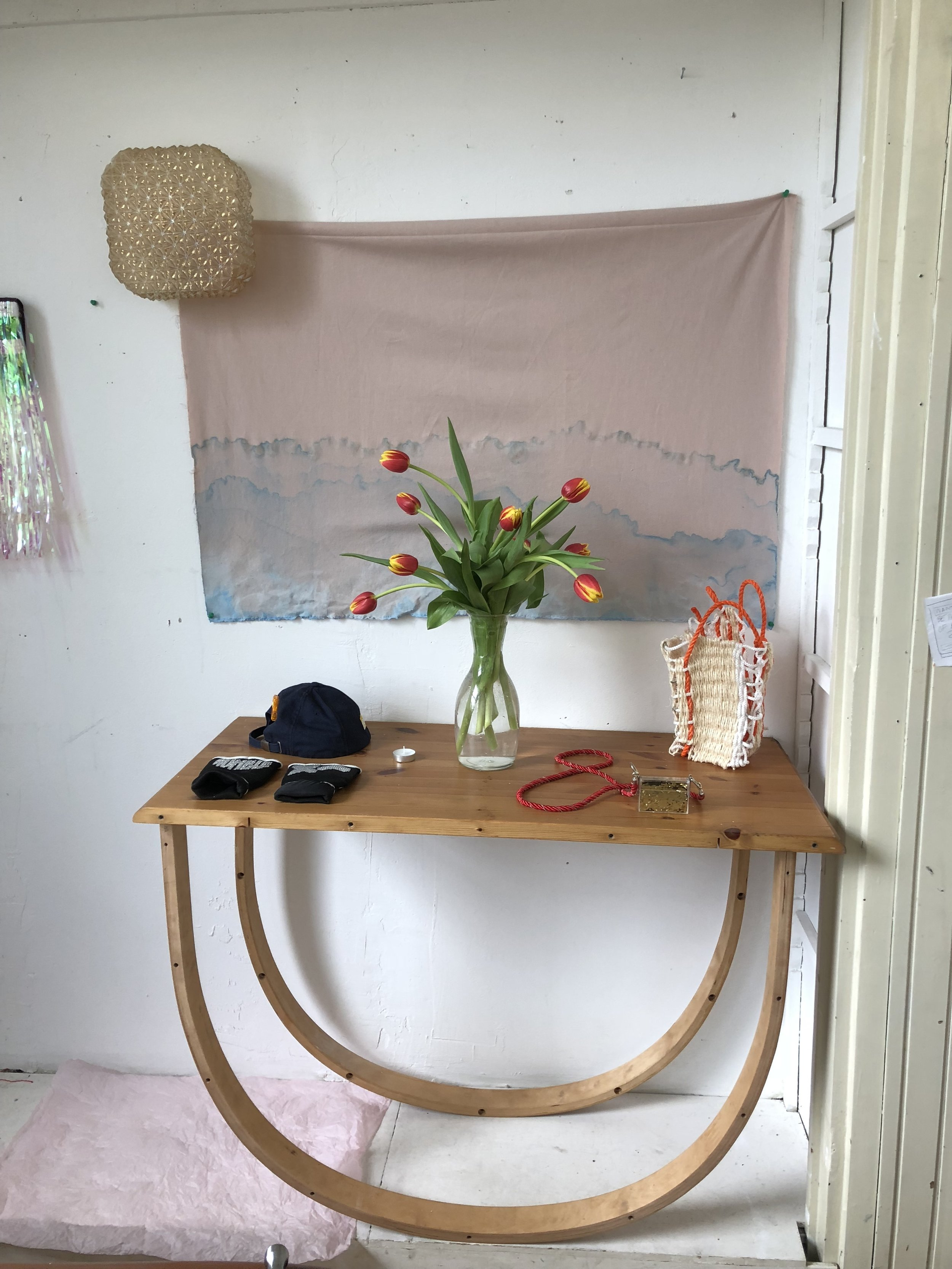 studio shot : 'Rocking' Table, 'Baguette' Bad, 'Fortune' Necklace, 'Good' Hat