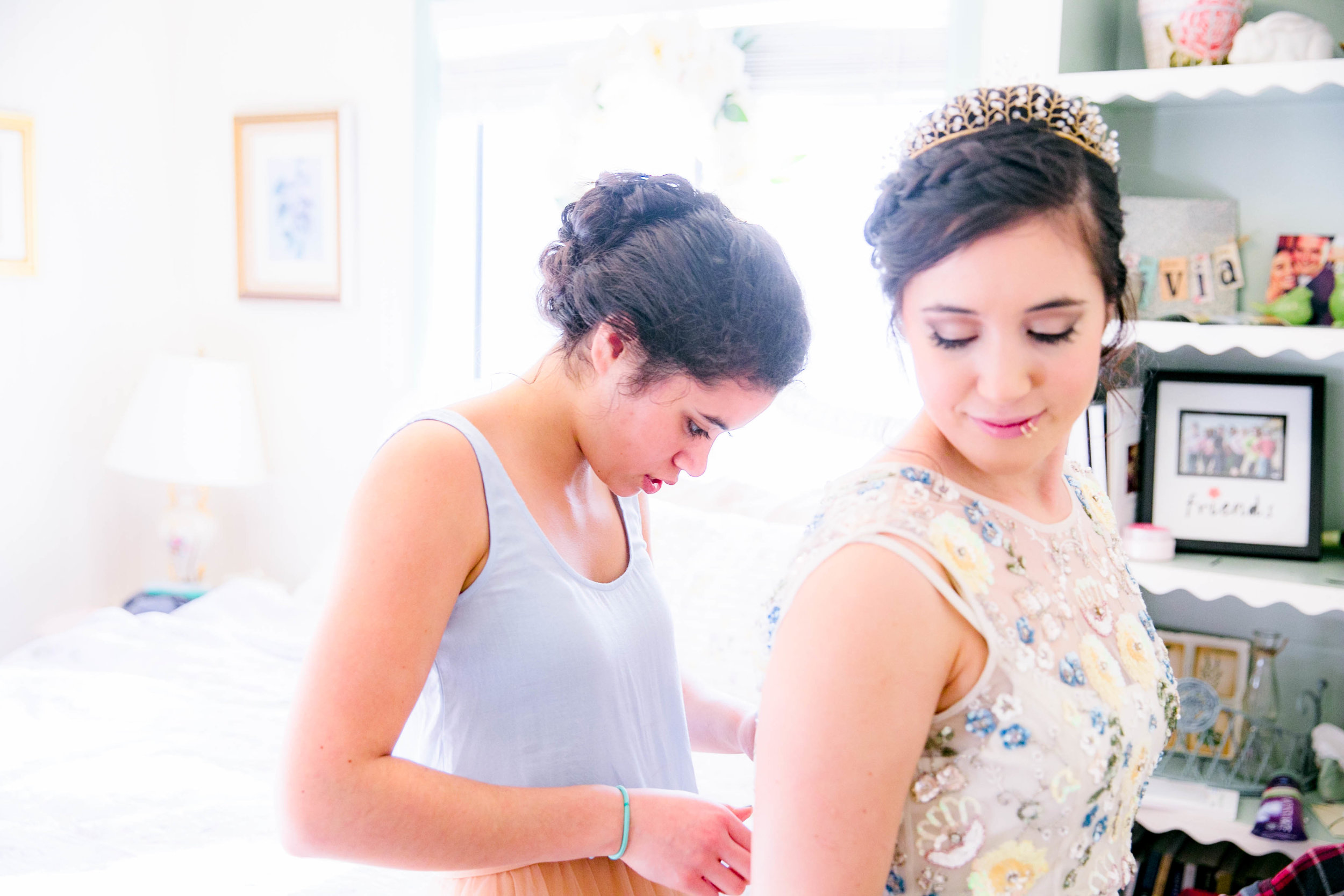 Getting ready, bride and maid of honor