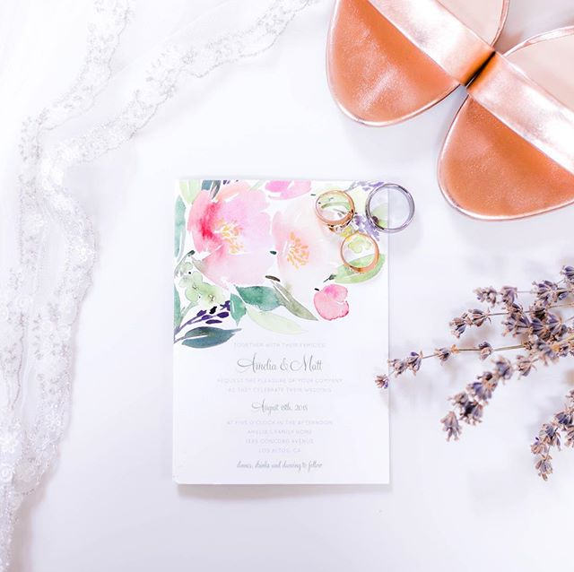 How gorgeous is this watercolor invitation?!