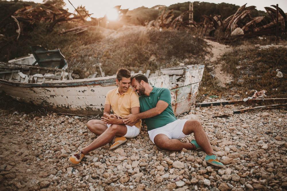 pareja gay sentados, fénix visual