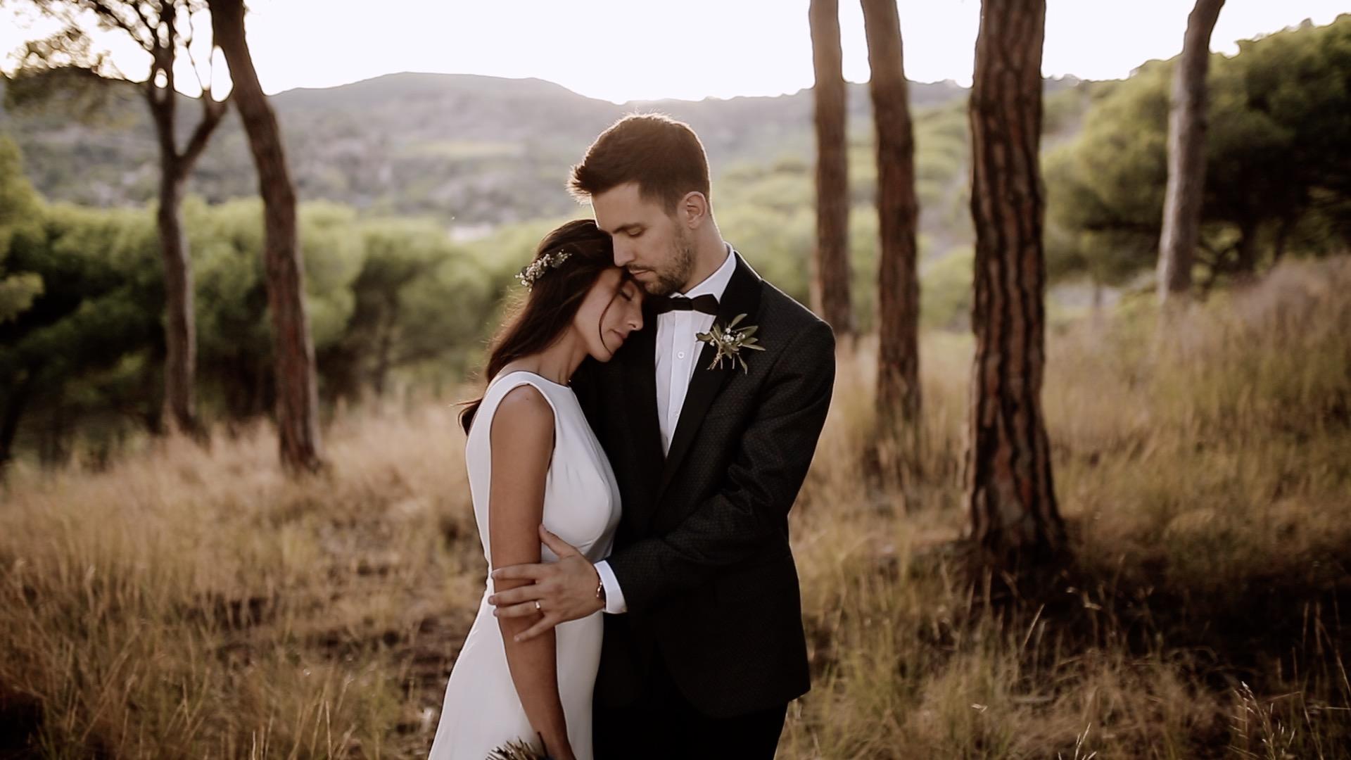 fénix visual, adriá y maría, boda en costa brava, videografo boda barcelona, barcelona weddings, pareja abrazandose,