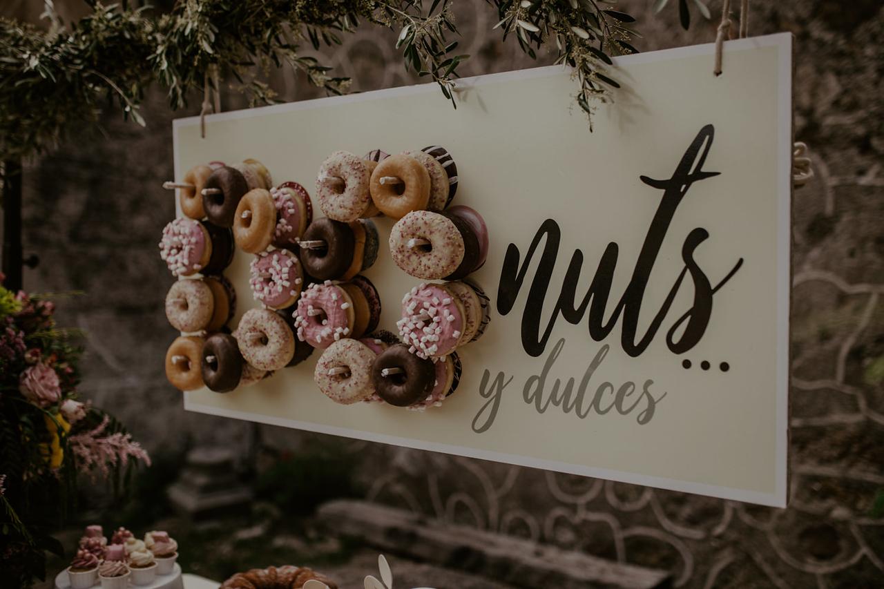mesa de donuts, boda al aire libre,