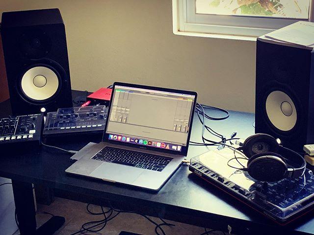 Battlestation.. . . . . . . #techno #musicproducer #musicproduction #dj #live #recordlabel #cortexrecordings #musicstudio #monitors #yamahahs8 #abletonlive10 #macbookpro #apc40mkii #toraizas1 #rolandtr8s #focusritescarlett2i4 #sennheiserhd650