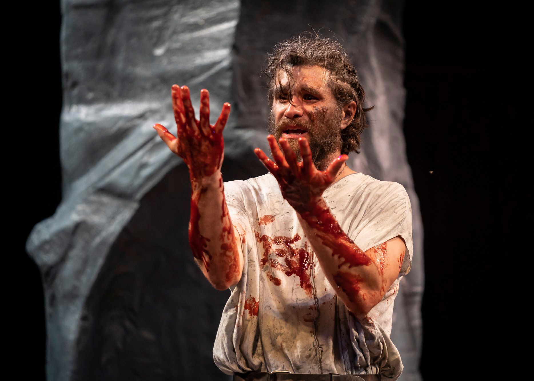 Marcus Truschinski as Macbeth. Photo by Liz Lauren.