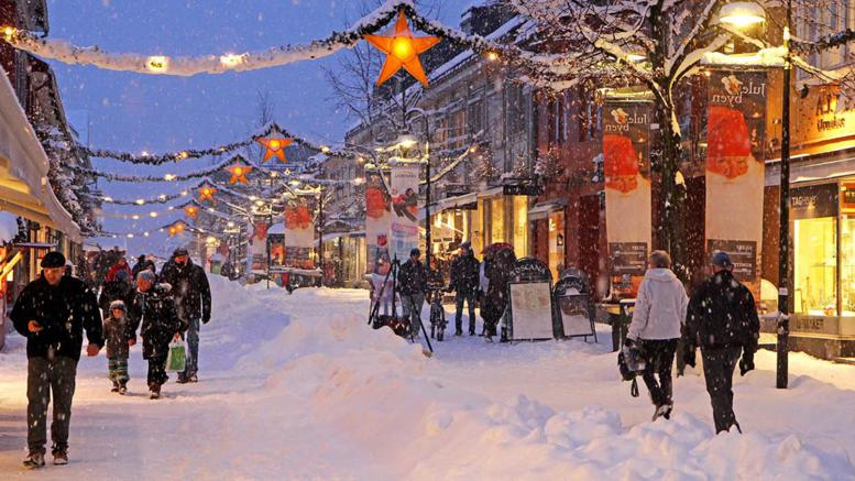 The small town of Lillehammer is famous for its athmosphere, especially around     christmas   .