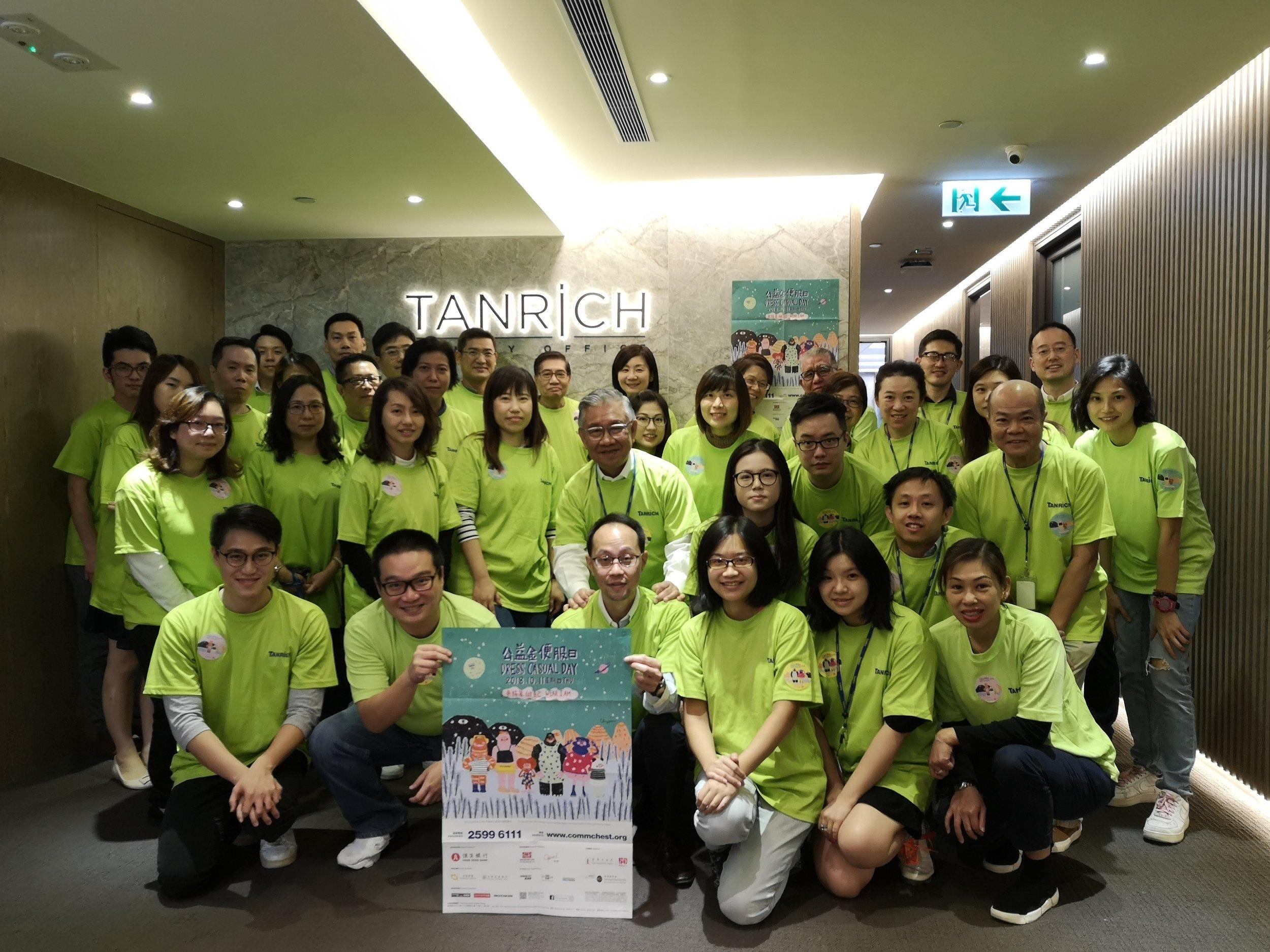 敦沛集團老闆及員工上下一心參加是次活動,見到每個參加者精神斗斗、笑容滿臉,開心地大合照!