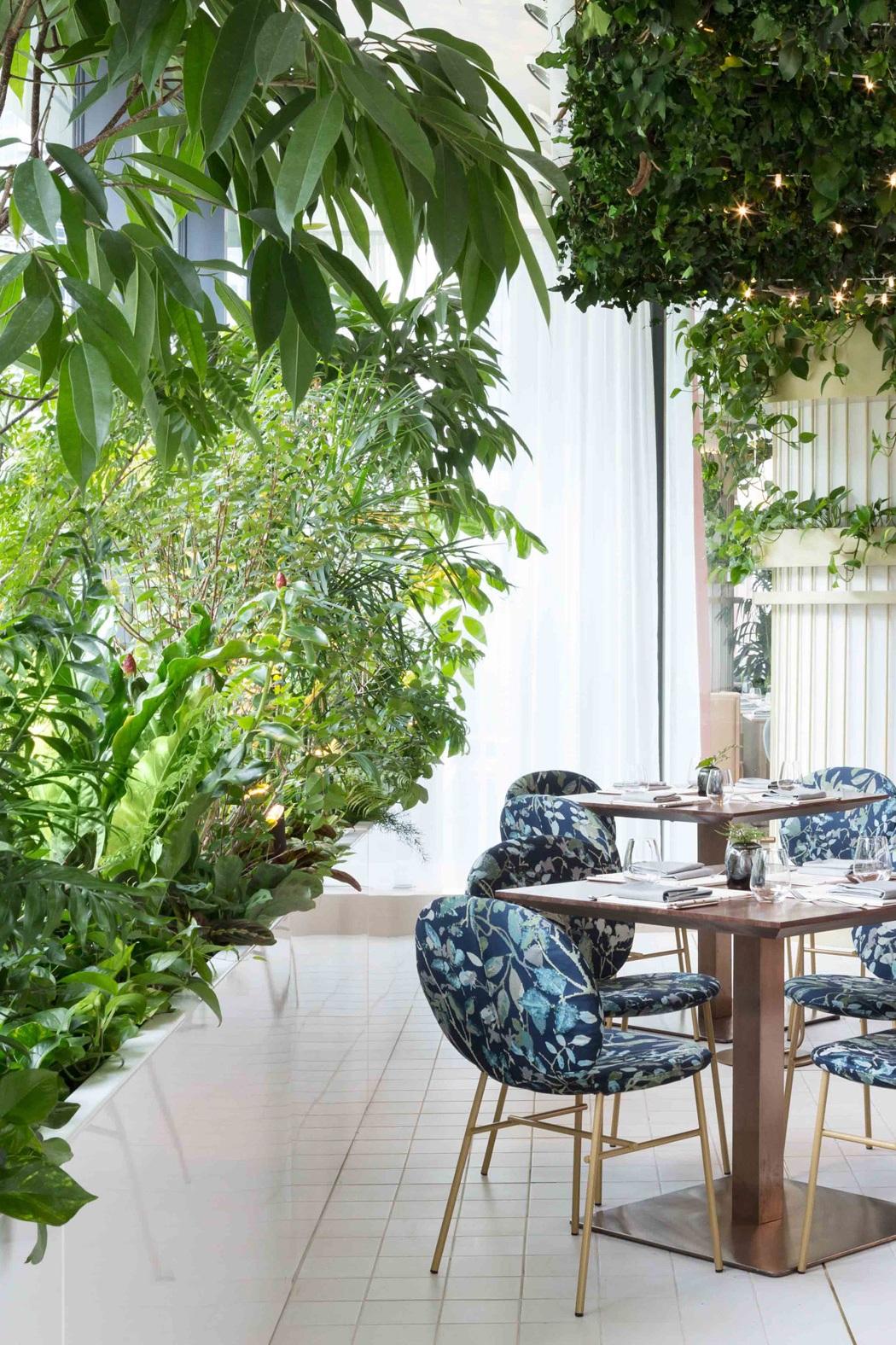 the-botanist-restaurant-fairmont-hotel-ste-marie-interiors-vancouver-canada_dezeen_2364_col_5.jpg