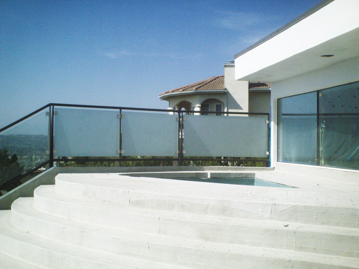 Glass-Railing-Residential-Photos-4.jpg