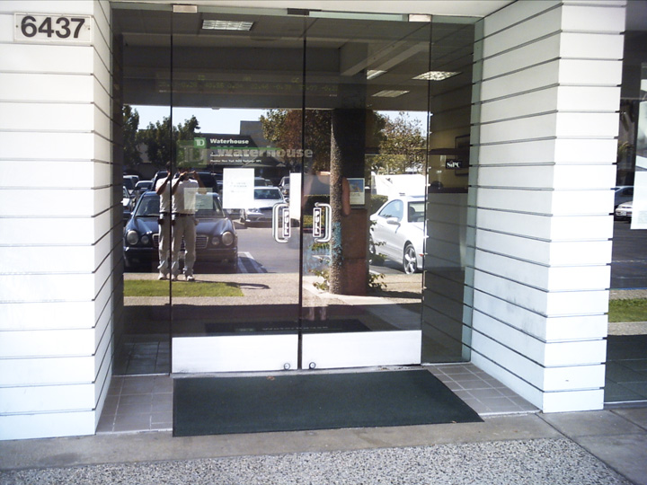 Glass-Door-Commercial-Photo-Gallery-7.jpg