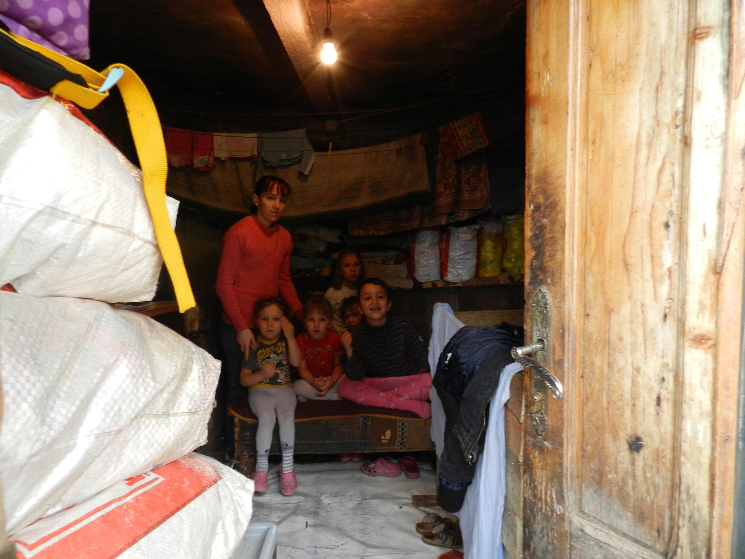 Camera-in-care-locuiesc-copii-Negurici.jpg