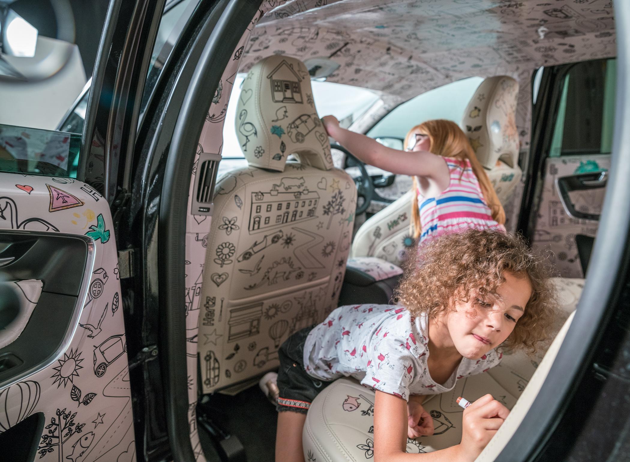 Hertz Colouring-In Car-02159.jpg