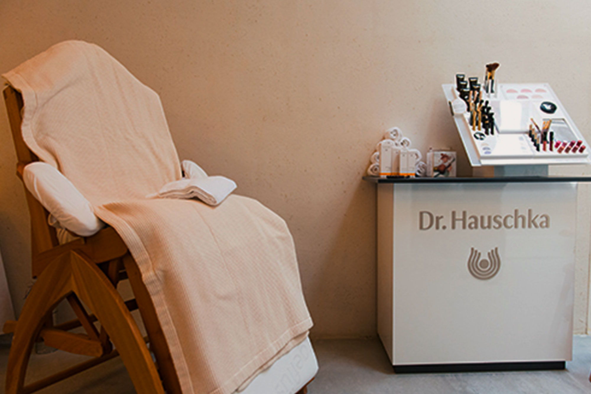 Organic Soap - All of the soaps and body products at The Conscious Club are organic. In the showers you can find shower cream and near the washbasin you can find hand lotion from Dr. Hauschka. The soap in the soap dispensers are also natural but from a different company called Vendor.