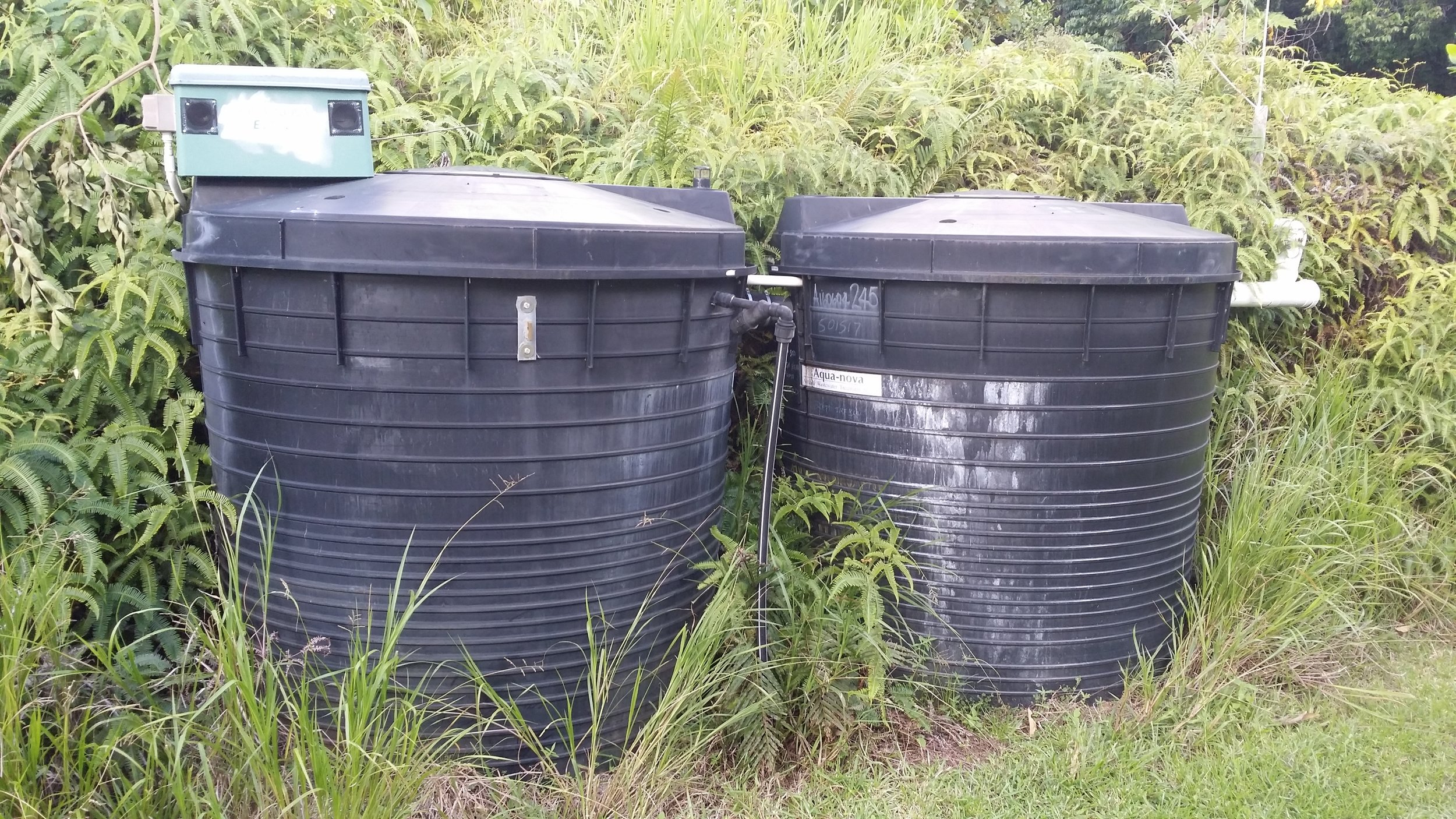 Wastewater plant consisting of aeobic and aneobic storages