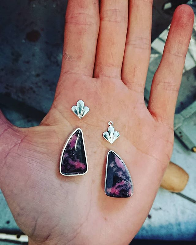 A snap of a pretty pair of rhodonite earrings in the making 💜 I'm going to be using up some of the stones I've collected since my stonegrading studies so expect to see some pretty, colourful, one off pieces over the next few months 😊 - - - - - - - - - - #earringlove #gemstonejewellery #unusualgemstones #floraldesign #jewelleryofig #luxury #bespokejewels #completelyhandmade #handmadeluxury #earrings #silver #nottingham #nottinghamcreative  #jewels #feinjewellery #floralstyle #pink #black #onthebench #metalsmith #pretty #beautiful #jewellery #nottinghamjeweller #silverjewellery #pinkearrings
