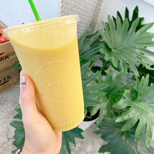 Shoutout to @plantbar_baltimore for allll the very much-needed ginger and turmeric after last week. #smoothieaday #smoothiequeen 🥭🍋🍃